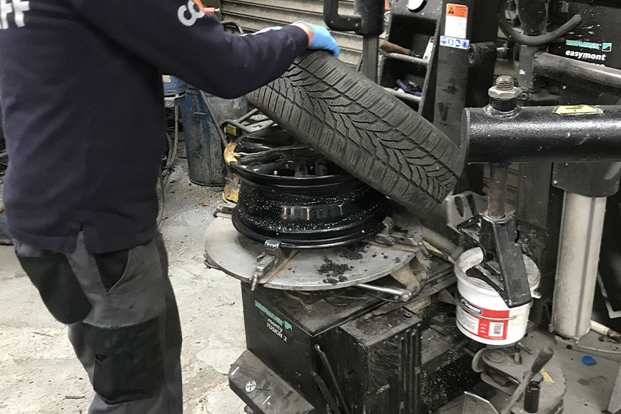 Tyre fitting after alloy rim repair